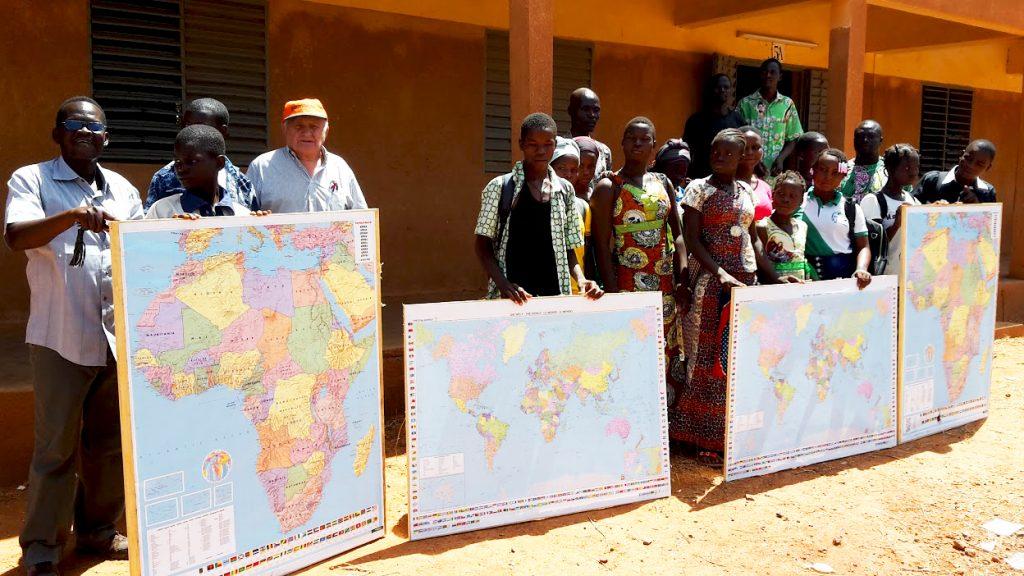 Geschenk-für-40-Schulen-in-Burkina-Faso